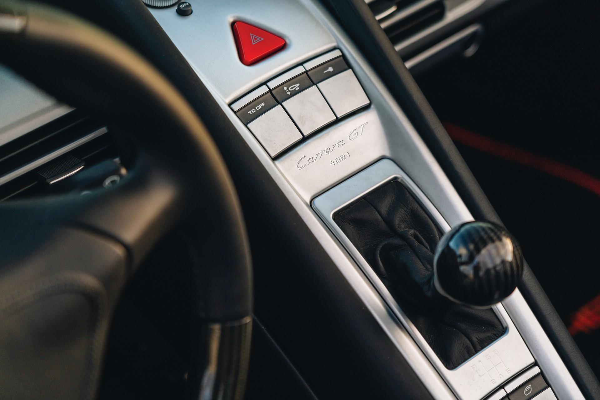 2005-Porsche-Carrera-GT-_18