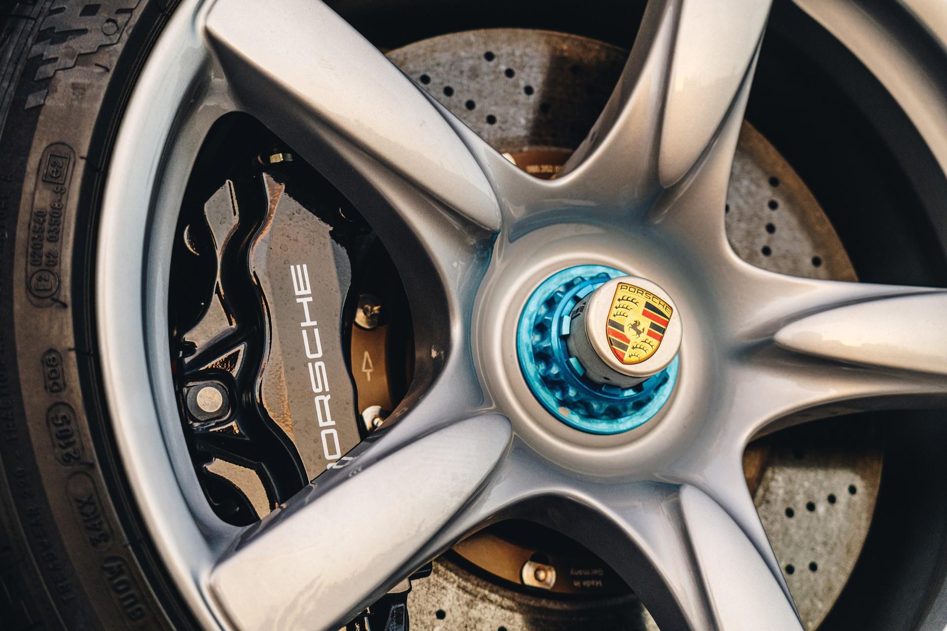 2005-Porsche-Carrera-GT-_7