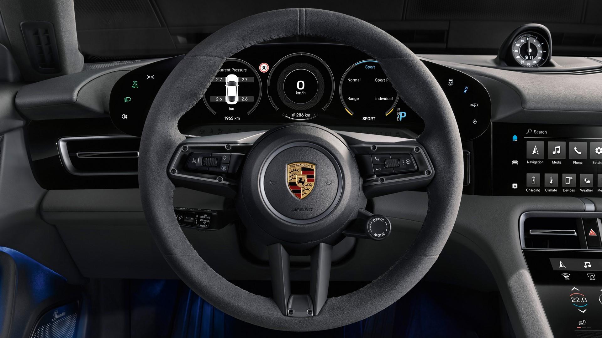 Porsche-Taycan-2020-10
