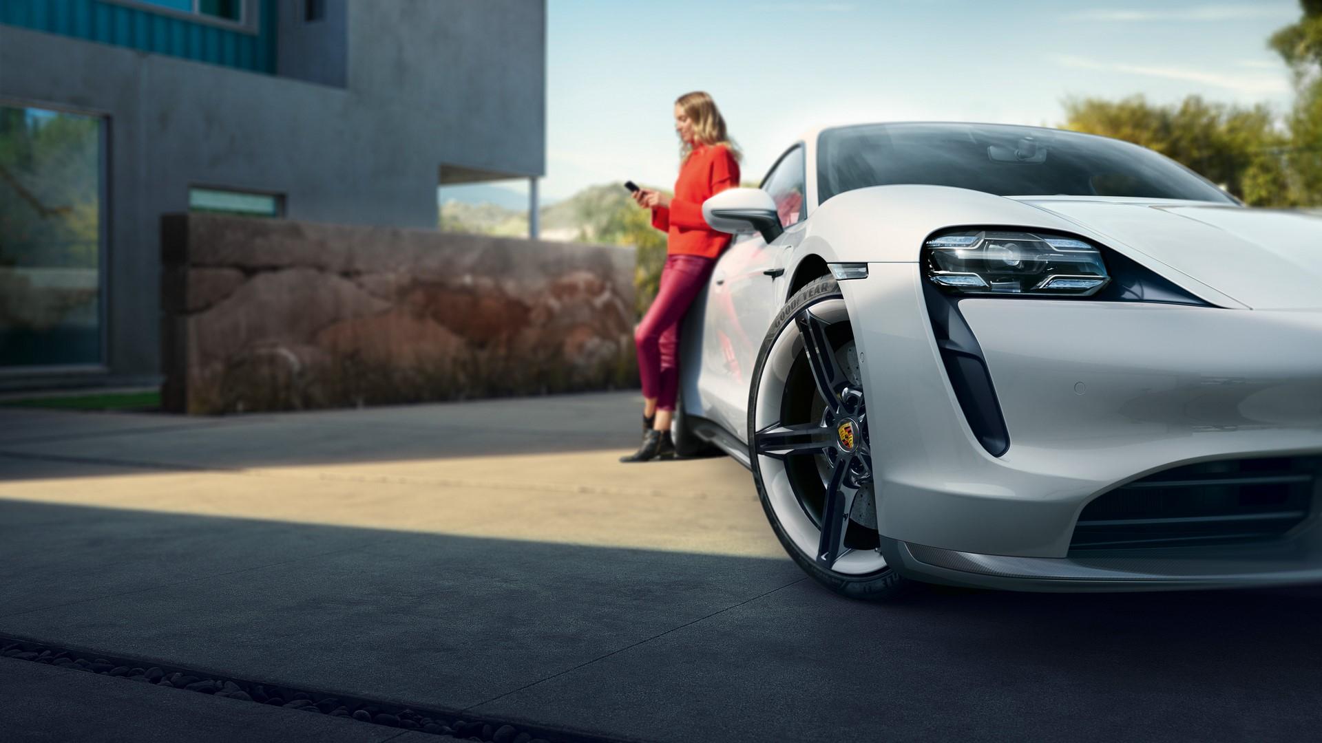 Porsche-Taycan-2020-13