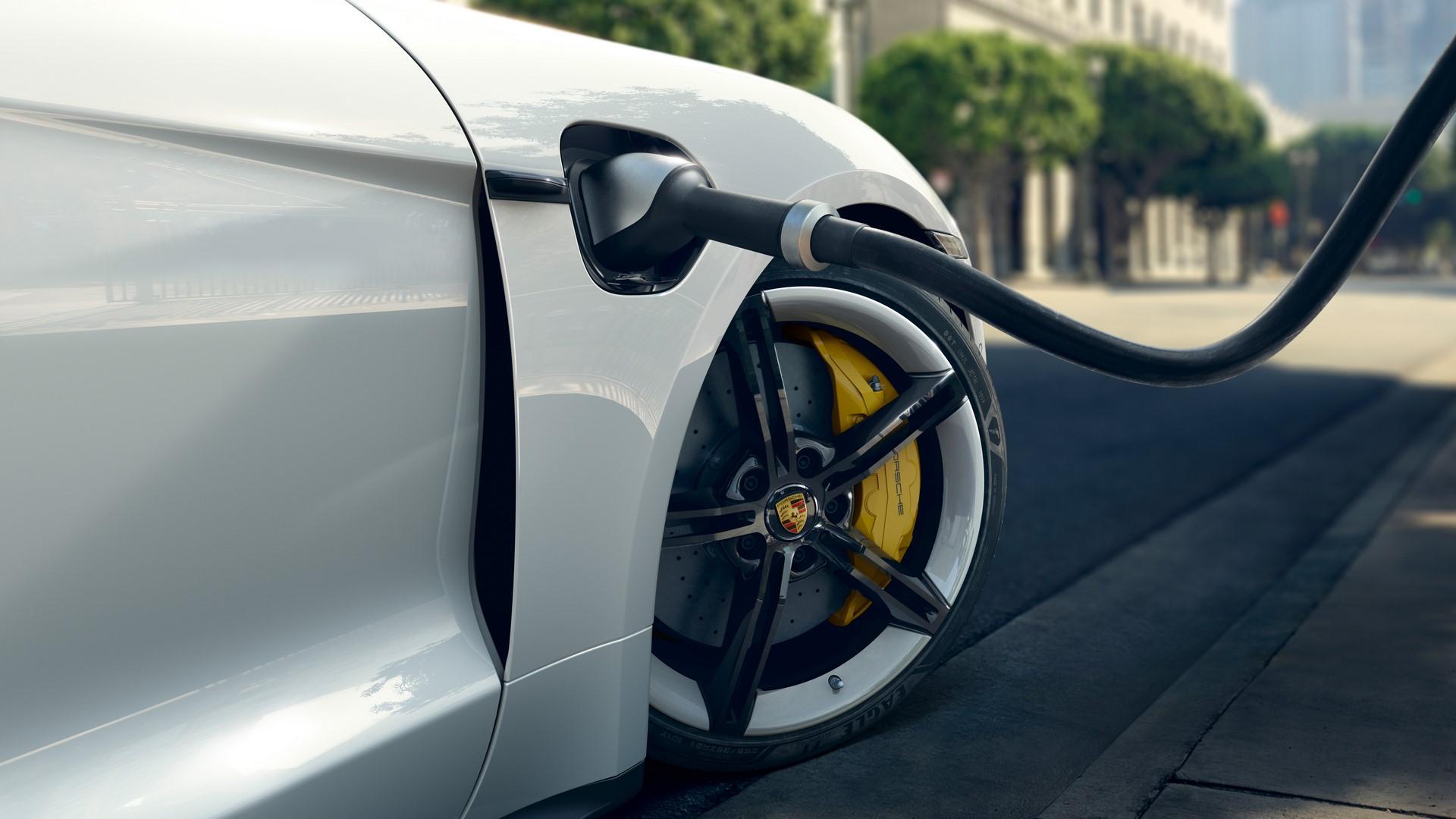 Porsche-Taycan-2020-14