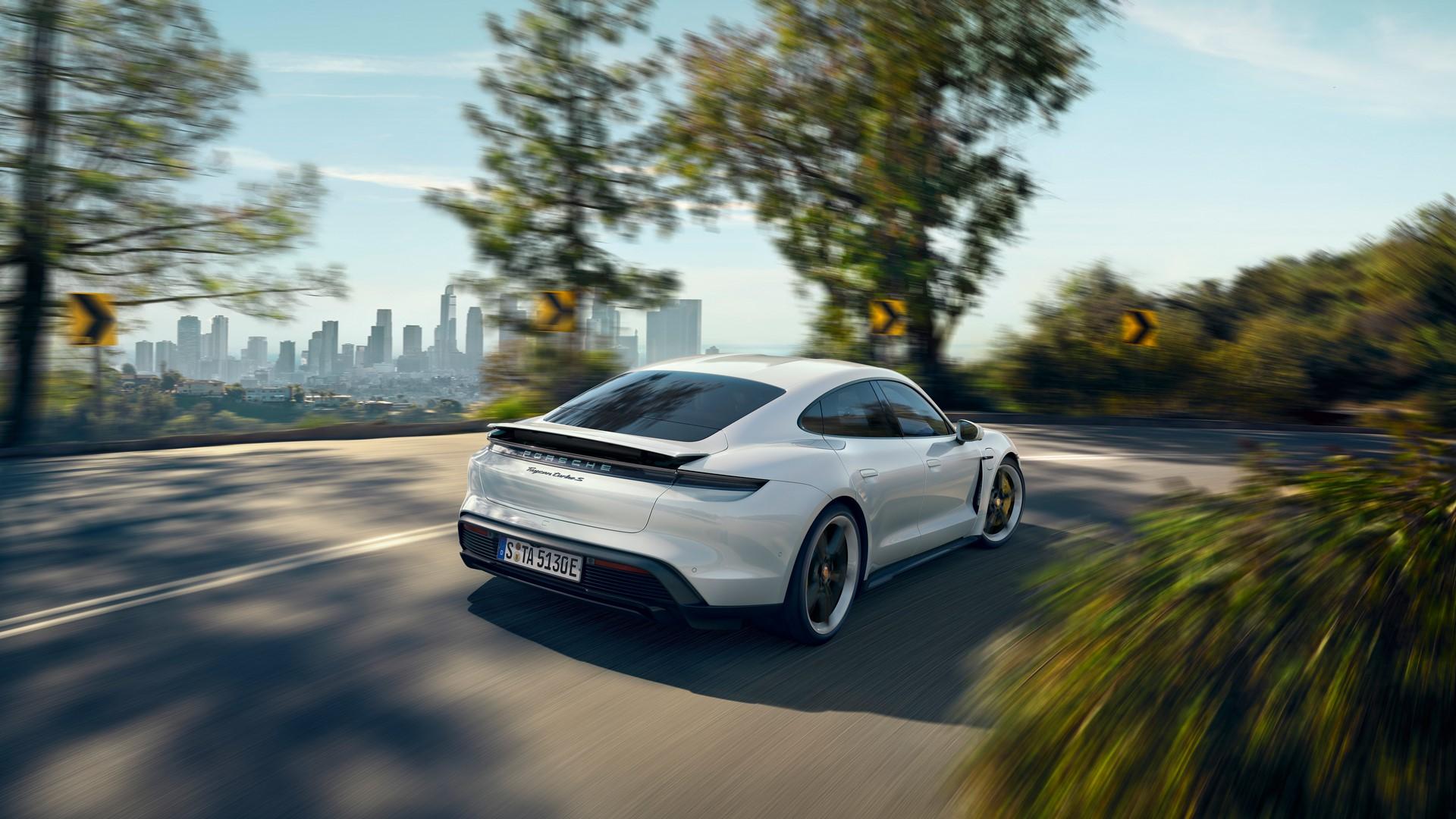 Porsche-Taycan-2020-17
