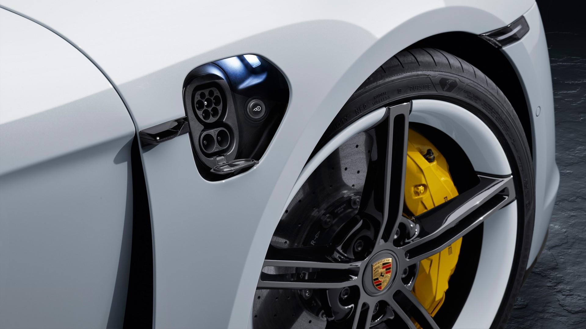 Porsche-Taycan-2020-4