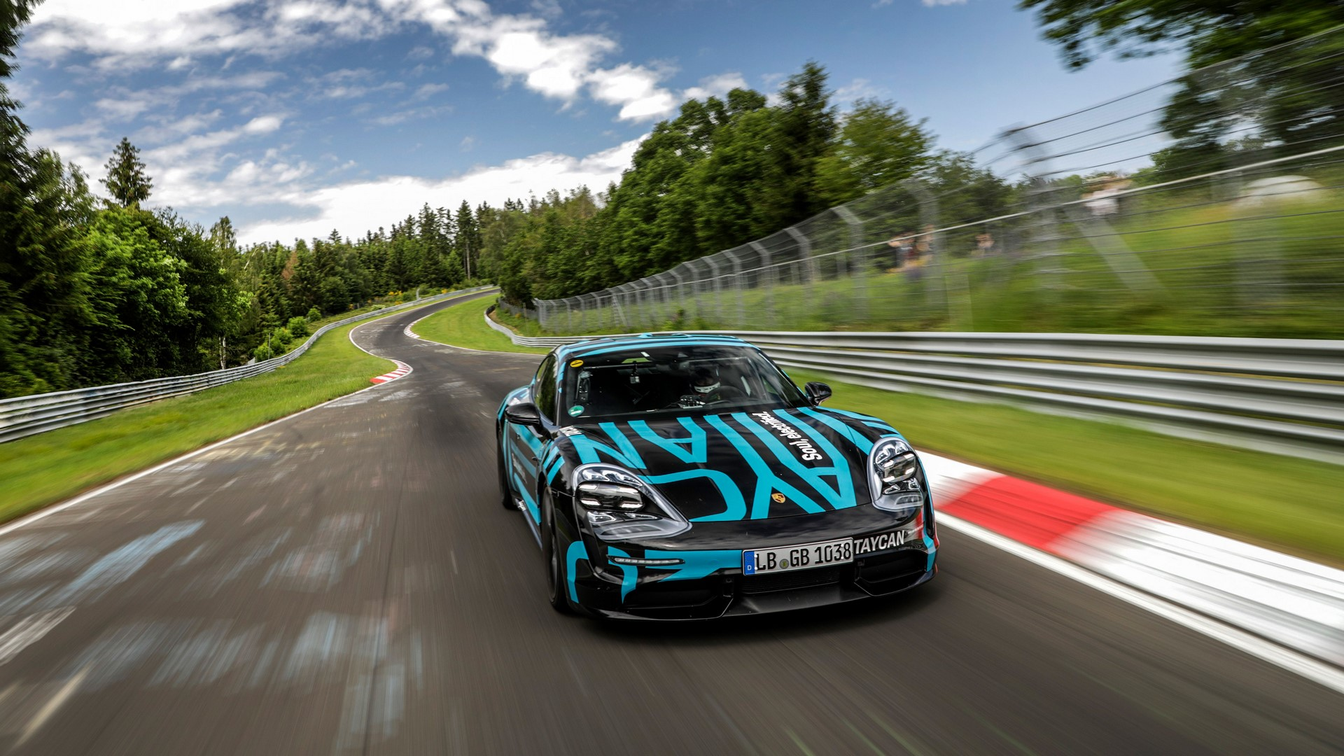 Porsche-Taycan-Nurburgring-record-10