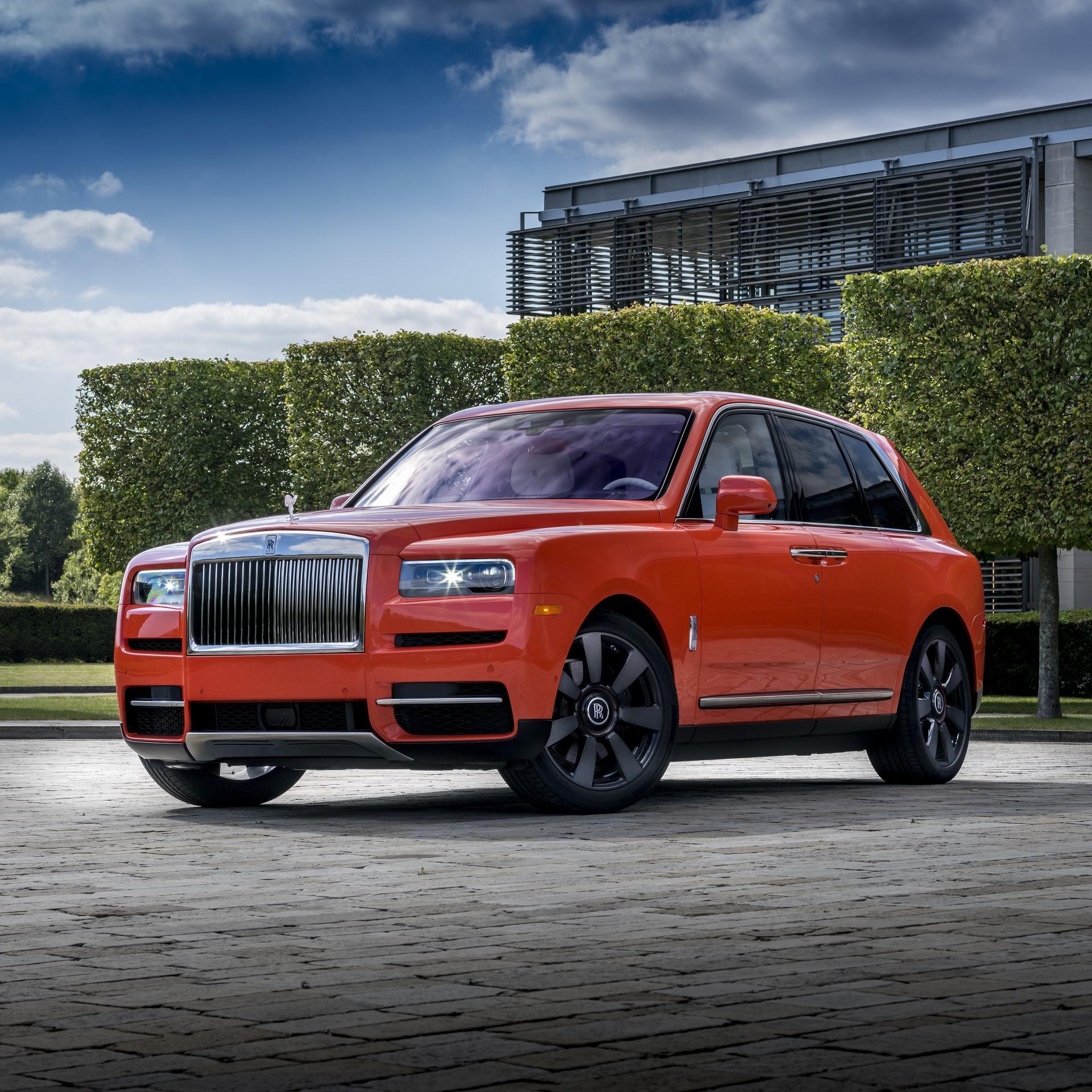 Rolls-Royce-Cullinan-Orange-Fux-1