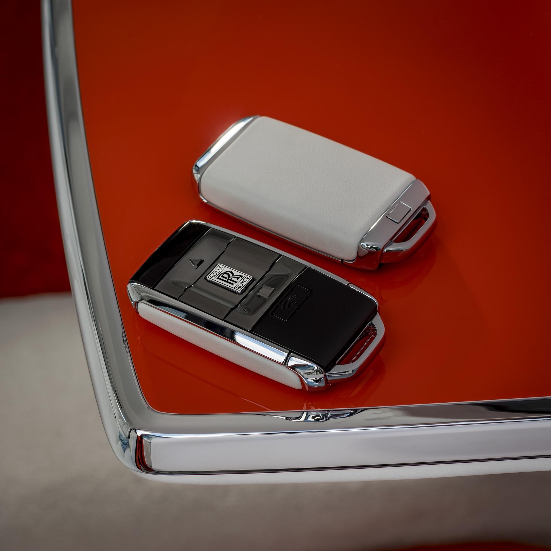 Rolls-Royce-Cullinan-Orange-Fux-12
