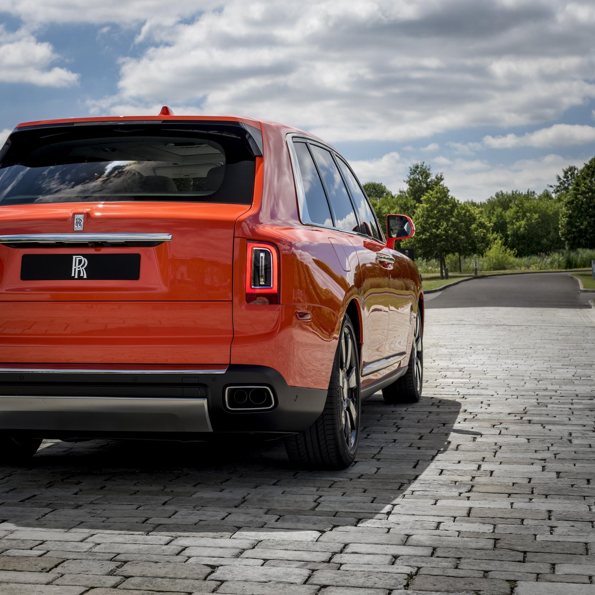 Rolls-Royce-Cullinan-Orange-Fux-17