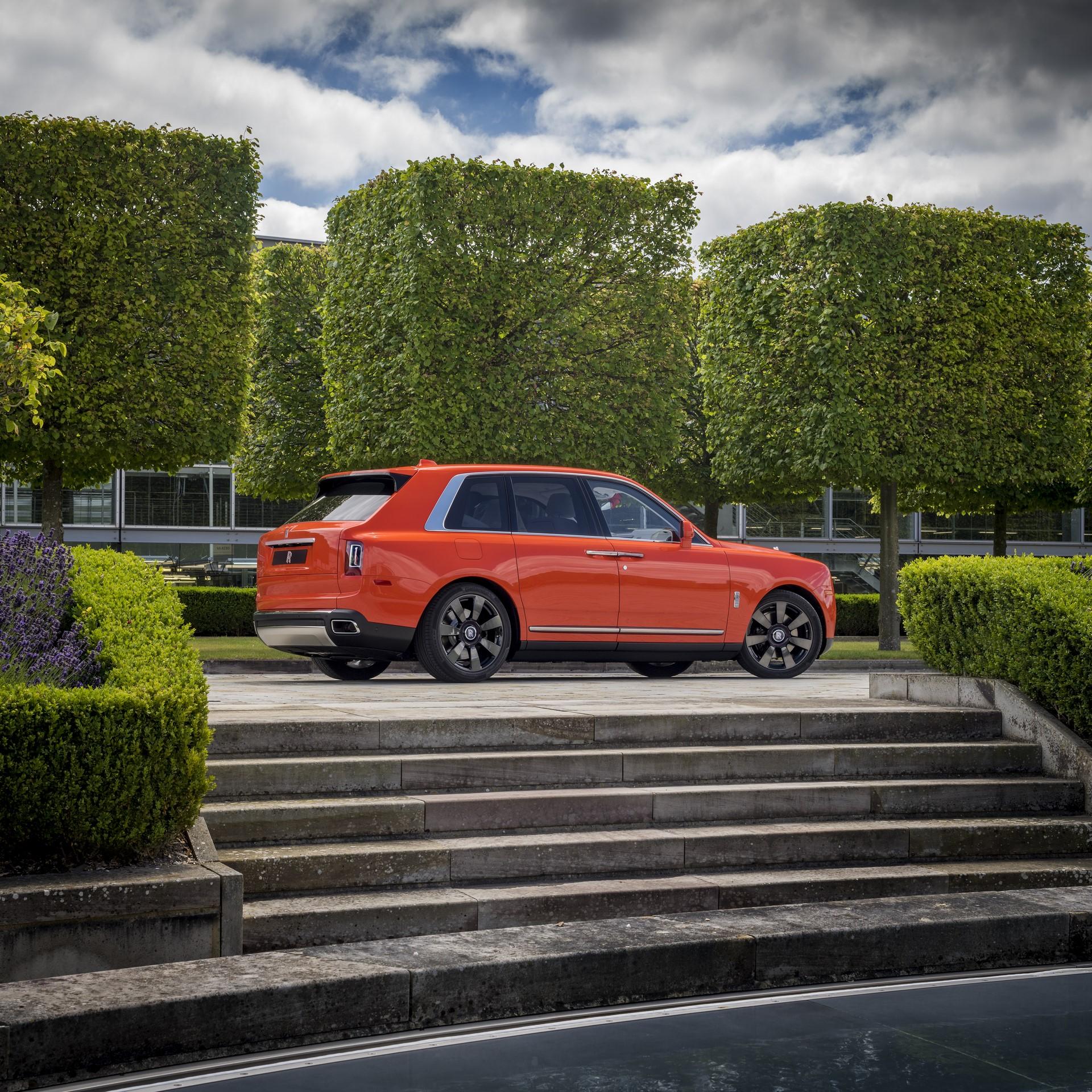 Rolls-Royce-Cullinan-Orange-Fux-4