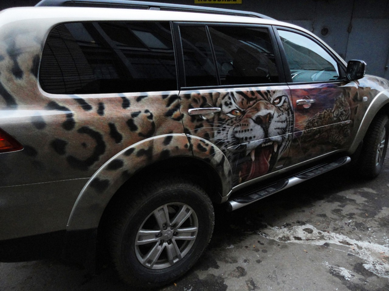 سيارات رائعة بلوحات فنية طبيعية اروع Russia-airbrush-cars-23