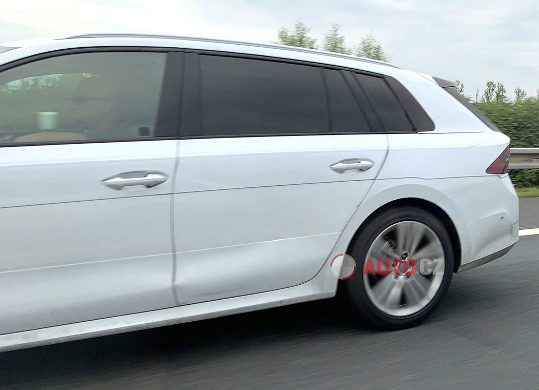 Skoda-Octavia-2020-spy-photos-15