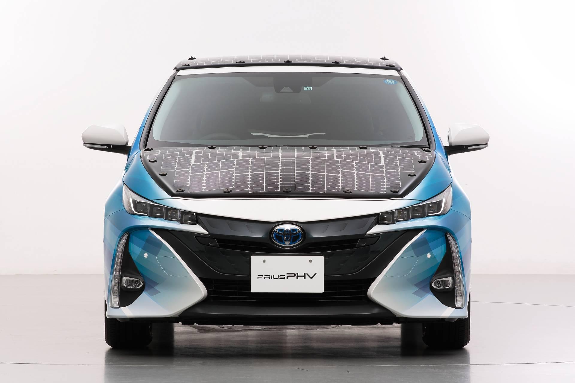Toyota-Prius-Prime-With-Solar-Panels-1