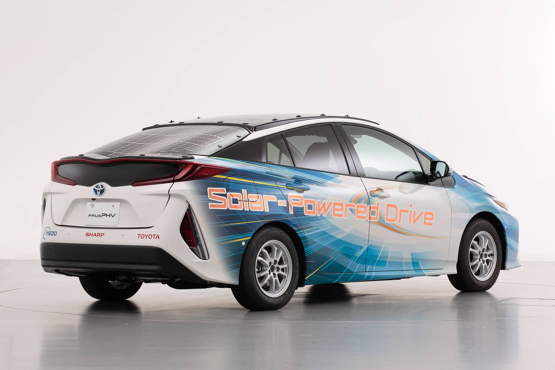 Toyota-Prius-Prime-With-Solar-Panels-10