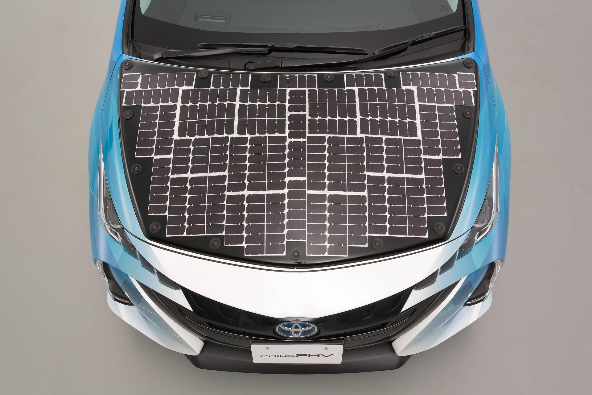 Toyota-Prius-Prime-With-Solar-Panels-11
