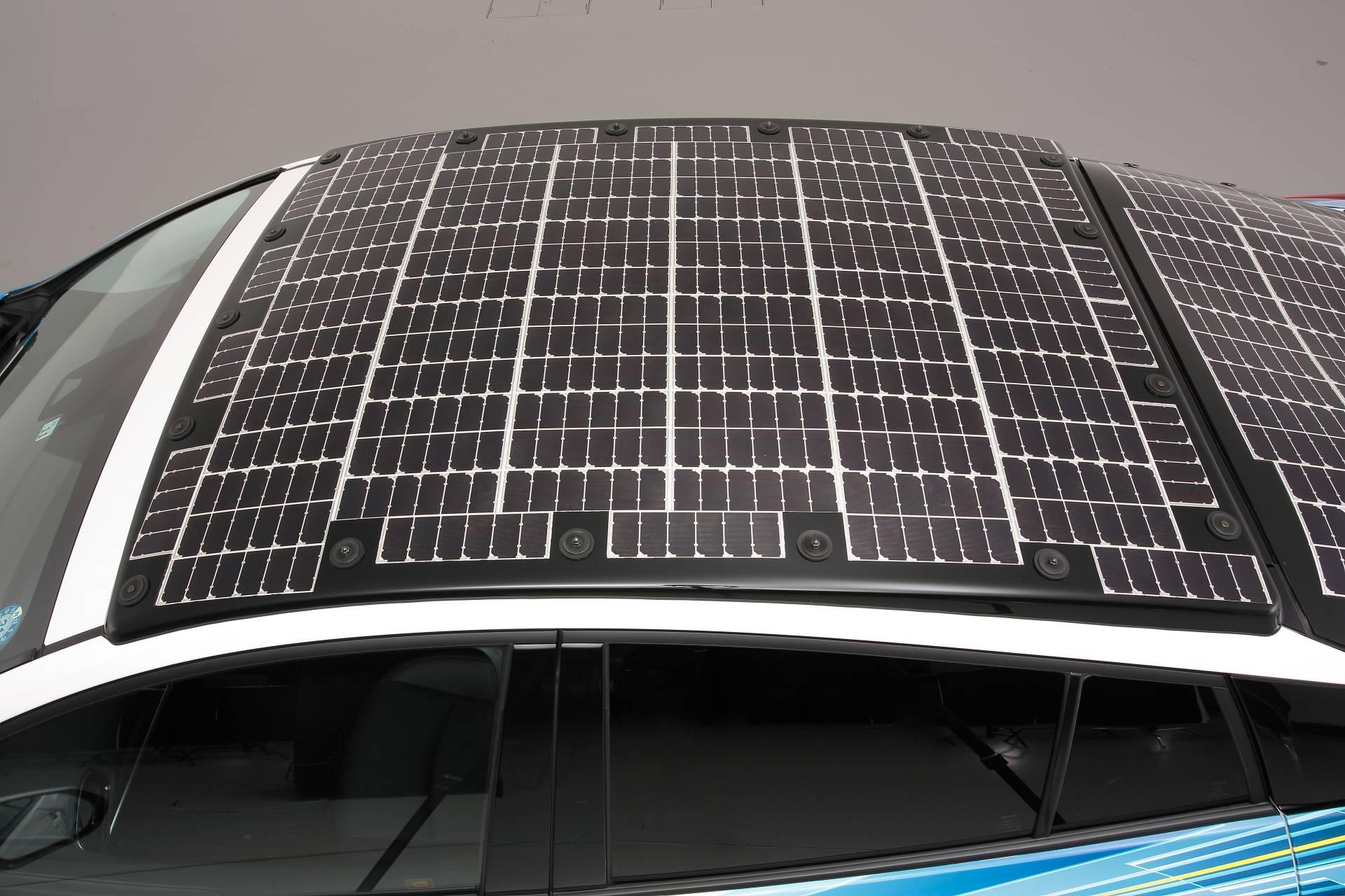 Toyota-Prius-Prime-With-Solar-Panels-12