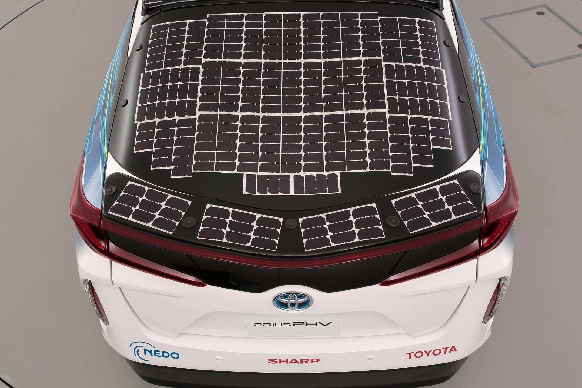 Toyota-Prius-Prime-With-Solar-Panels-13