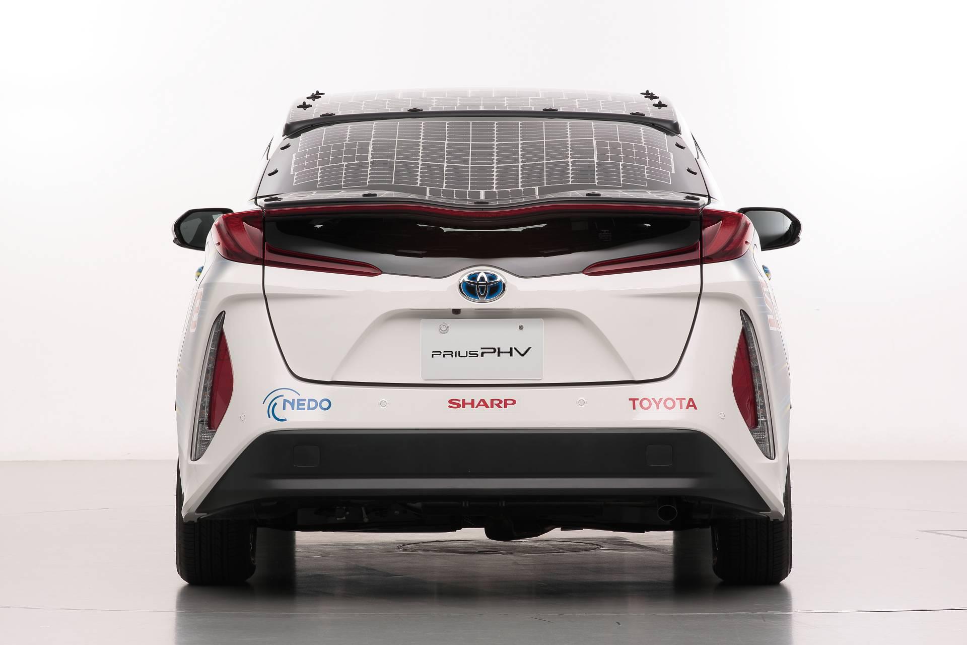 Toyota-Prius-Prime-With-Solar-Panels-2