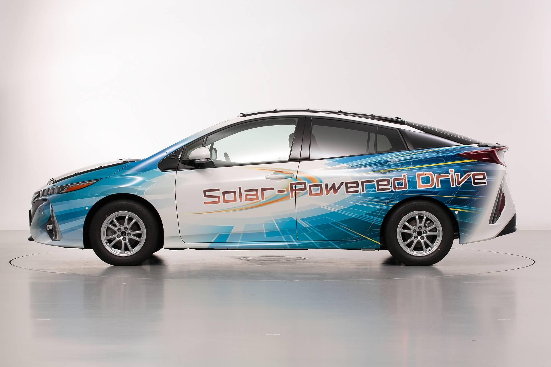 Toyota-Prius-Prime-With-Solar-Panels-4