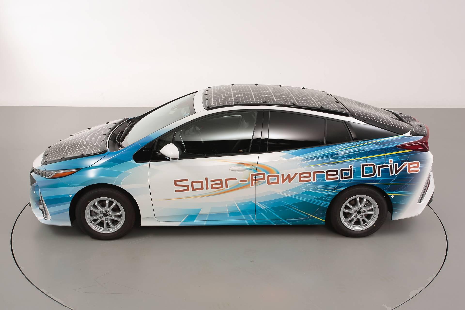 Toyota-Prius-Prime-With-Solar-Panels-5