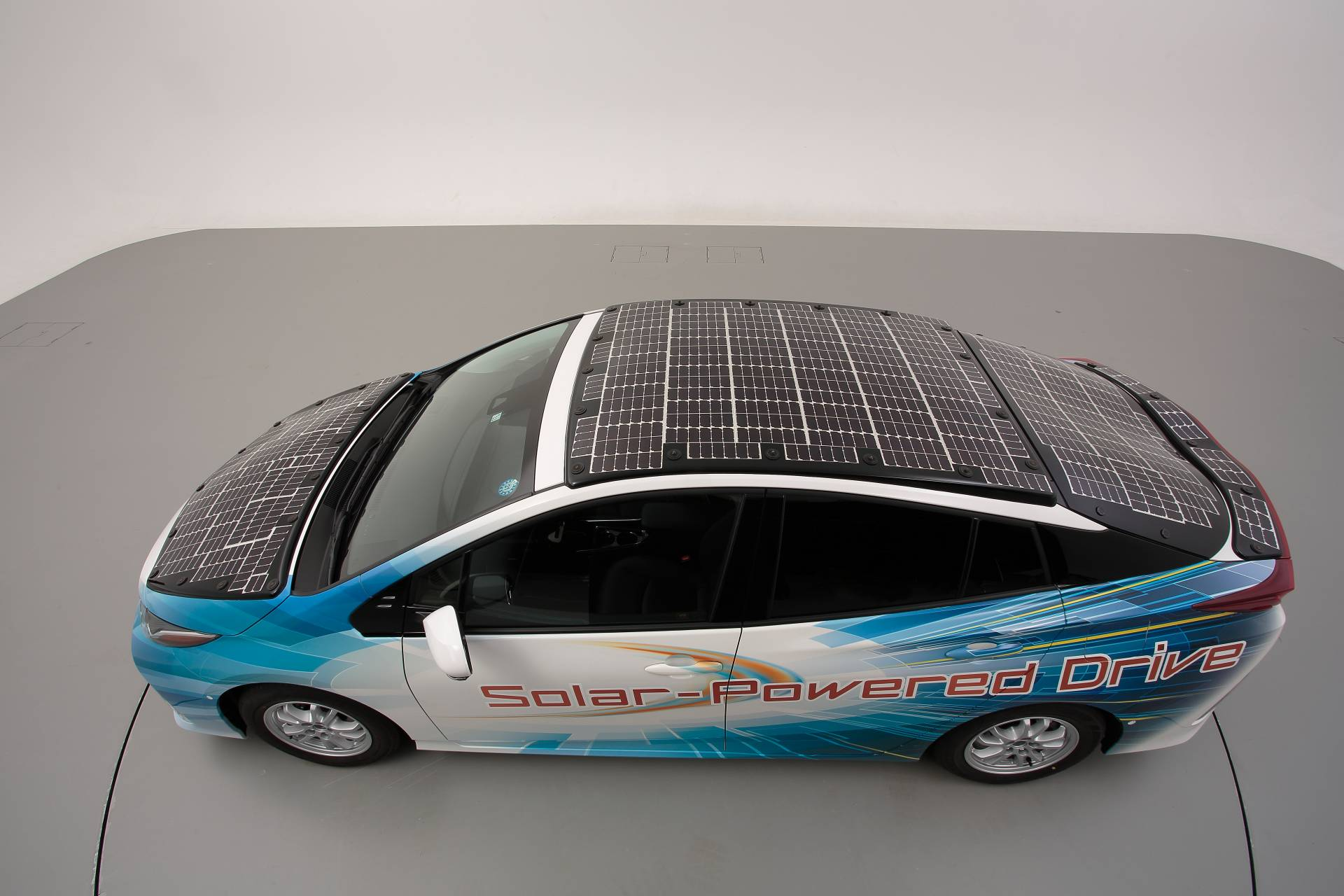 Toyota-Prius-Prime-With-Solar-Panels-6