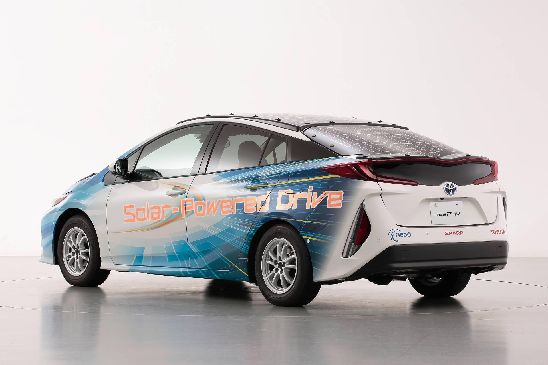 Toyota-Prius-Prime-With-Solar-Panels-7