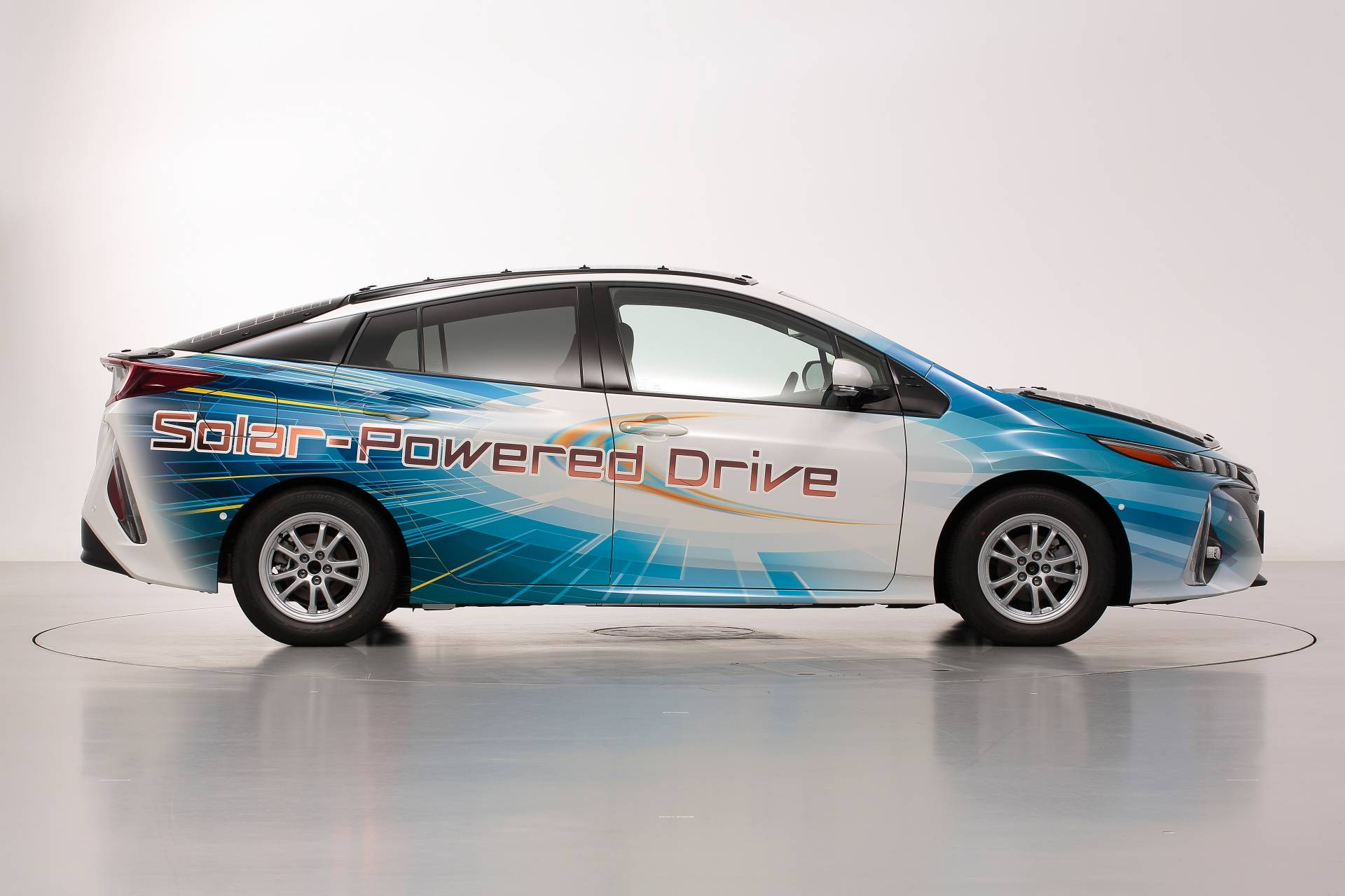 Toyota-Prius-Prime-With-Solar-Panels-9