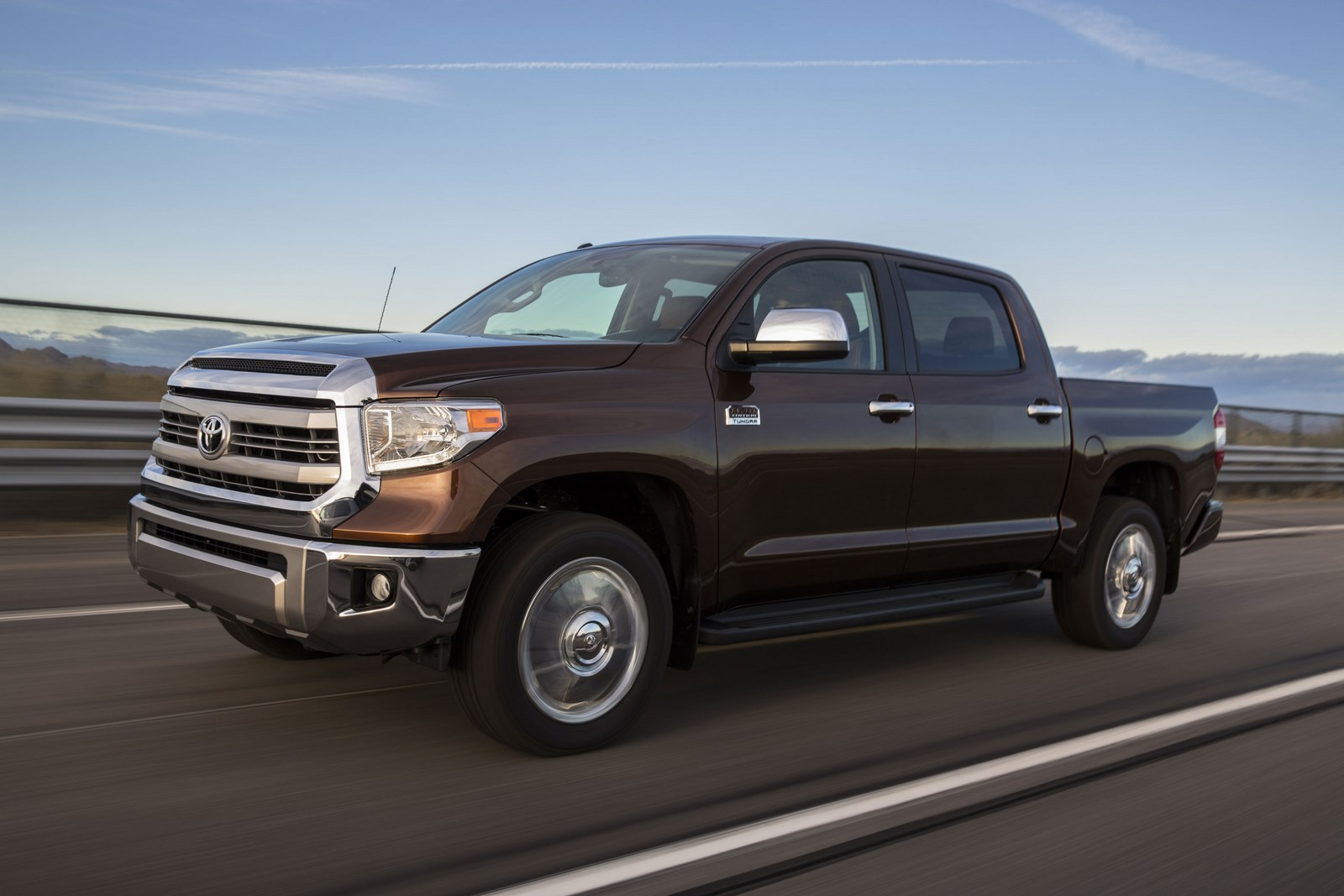 Toyota Unveils 2014 Redesigned Tundra Full-Size Pickup Truck at 2013