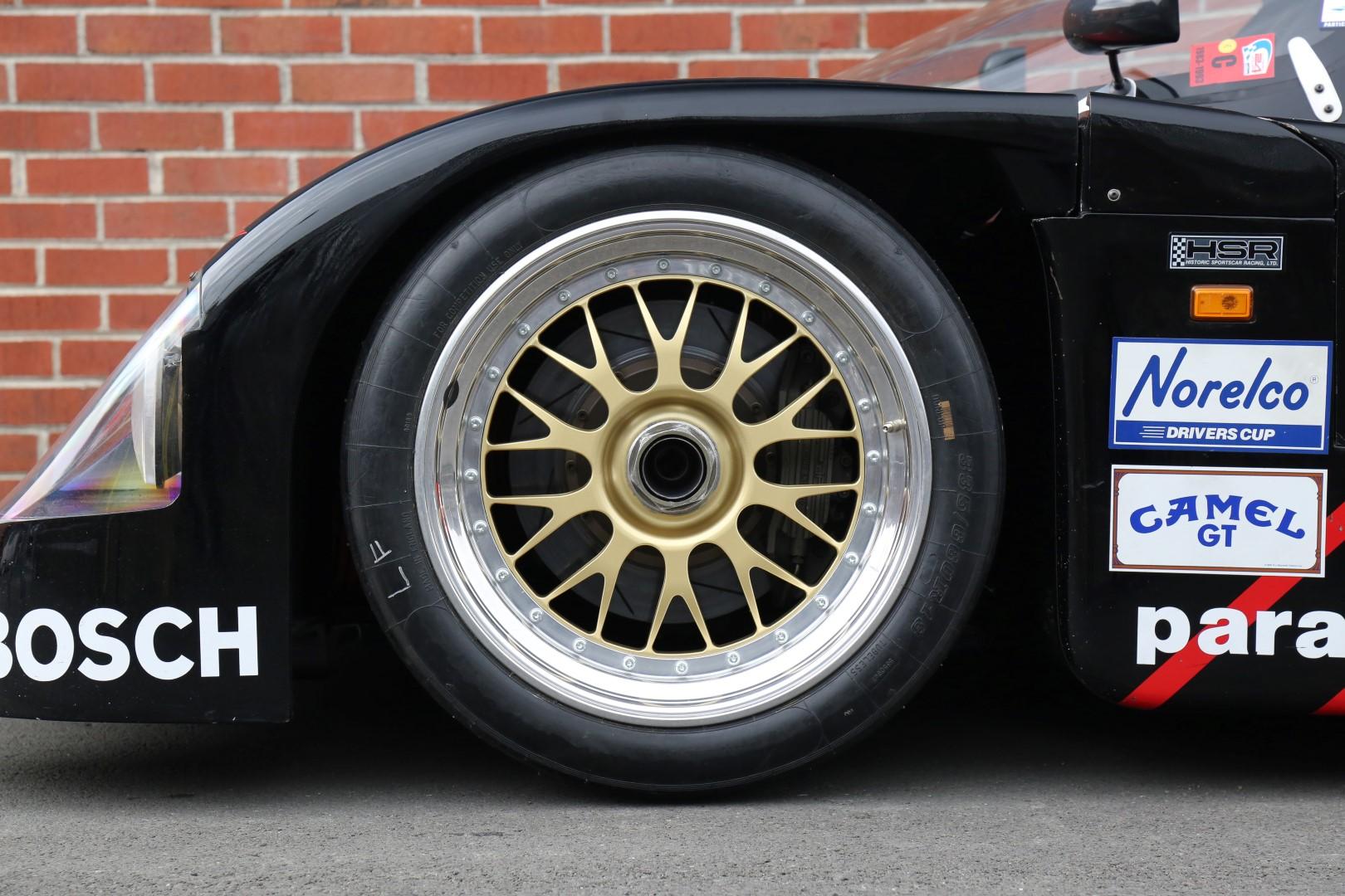Porsche-962-40