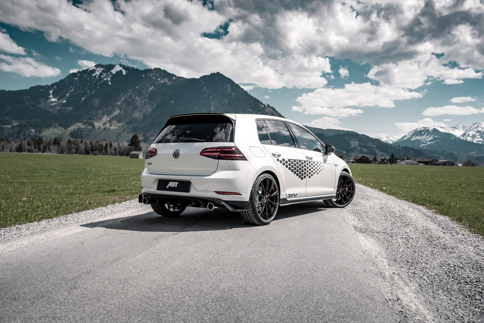 Volkswagen-Golf-GTI-TCR-by-ABT-2