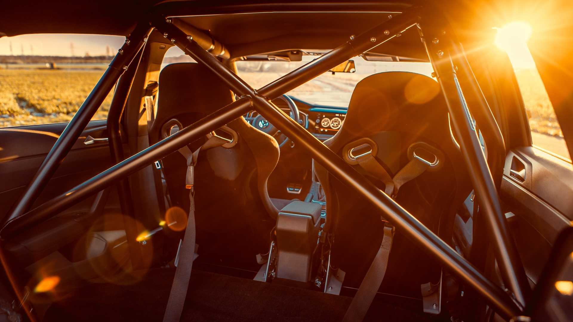 Volkswagen-Polo-GTI-by-Siemoneit-Racing-15