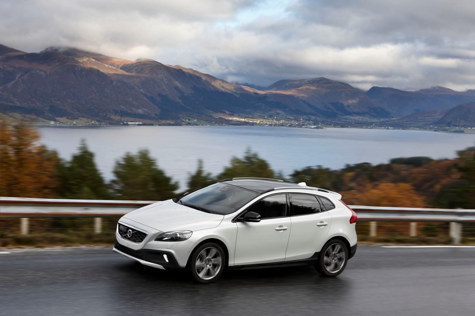 Listino Volvo V40 prezzo - scheda tecnica - consumi - foto