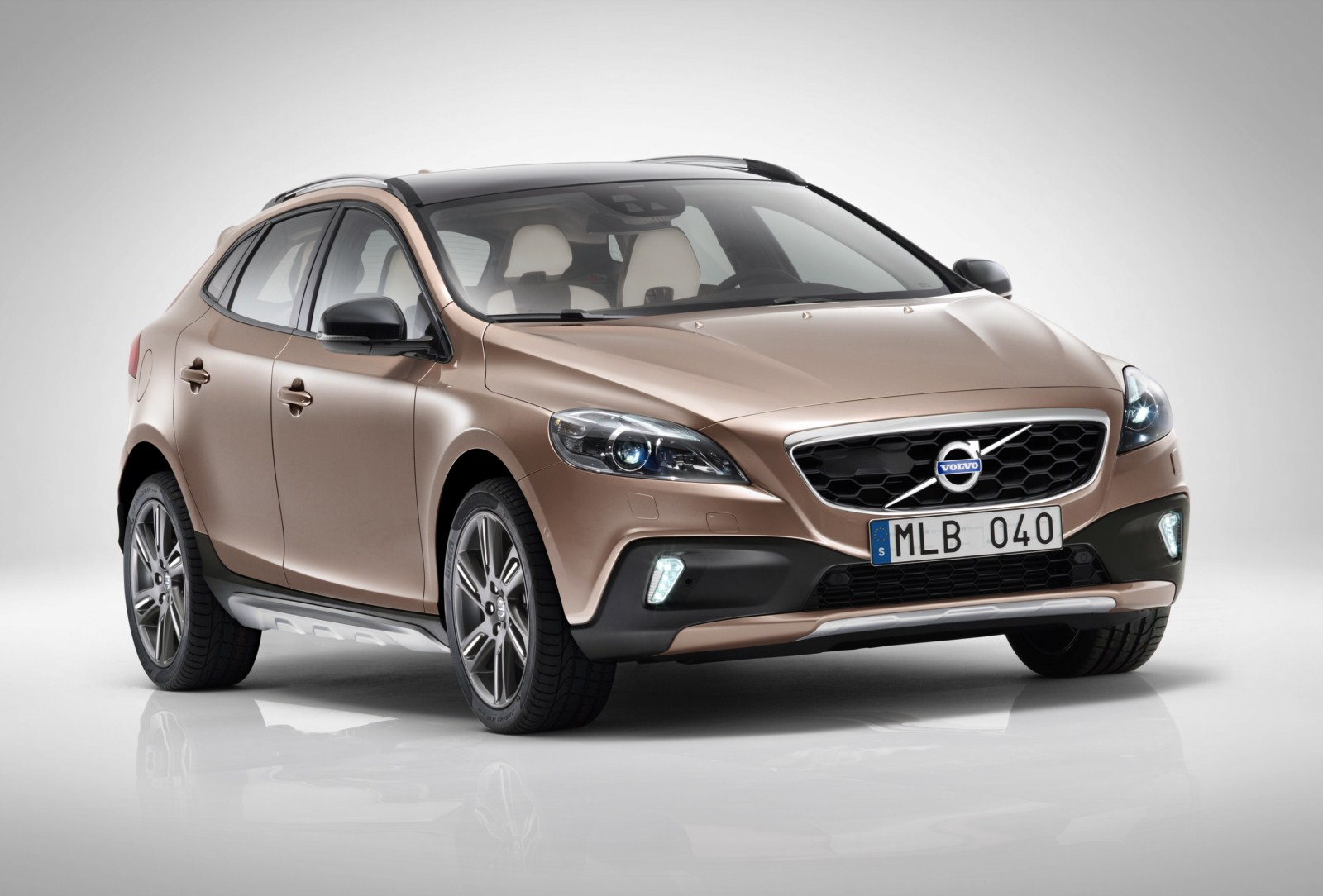 unveiled 2013 volvo v40 cross country. Black Bedroom Furniture Sets. Home Design Ideas