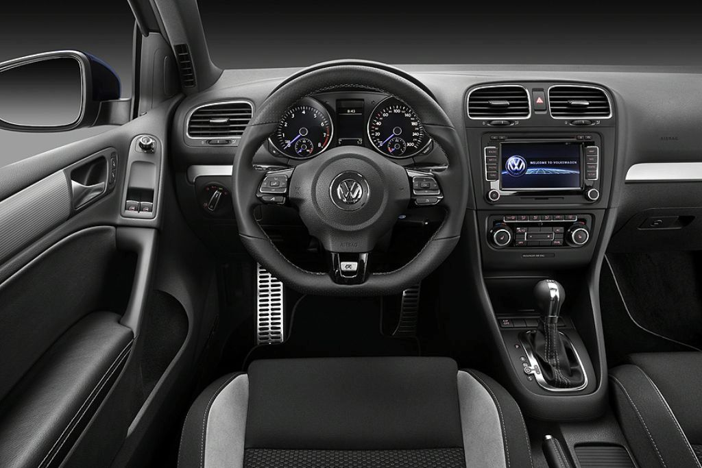 http://www.autoblog.gr/wp-content/gallery/vw-golf-gti-r-2010-leaked/vw-golf-gti-r-2010-leaked-9.jpg
