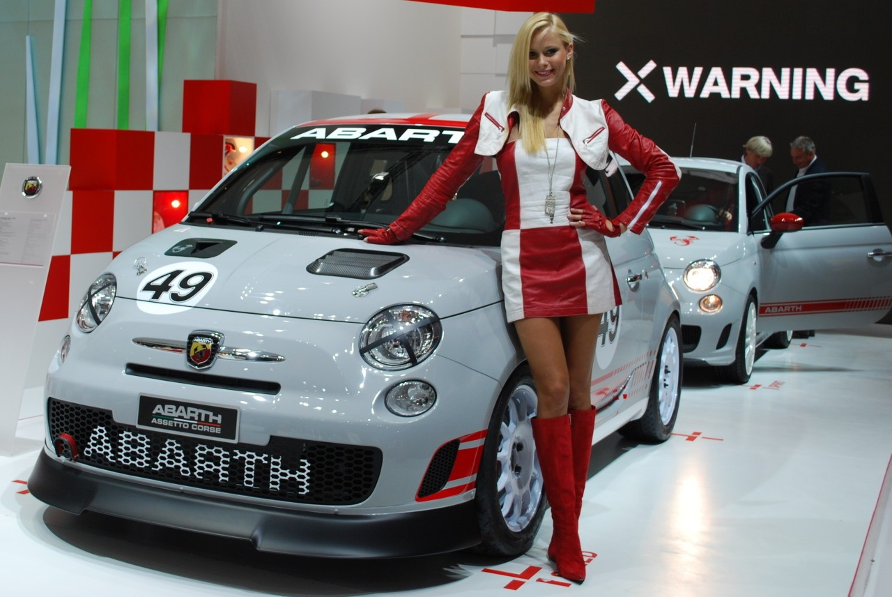 Fiat 500 abarth ridingirls for Garage abarth paris