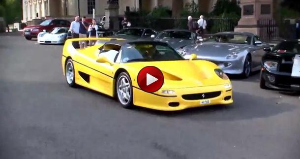 Κίτρινη ferrari f50 βολτάρει στο λονδίνο