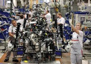 Audi Plant Production 2 300x212 Το VW Group μειώνει το κόστος παραγωγής των μοντέλων του κατά 5 δις ευρώ ετησίως