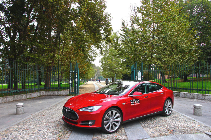 tesla model s test drive by autoblog gr 1 700x466 Test Drive: Δοκιμάζουμε πρώτοι το Tesla Model S [w/video]