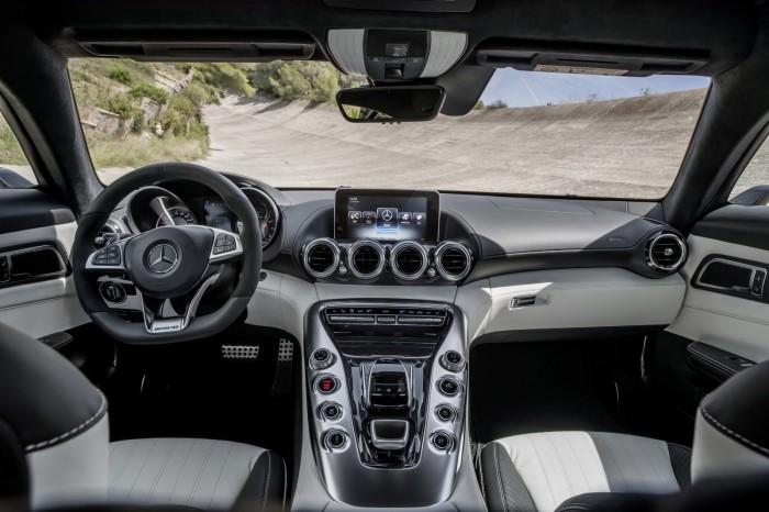 Mercedes AMG GT 27 700x466 Επίσημο: Mercedes AMG GT [w/video]